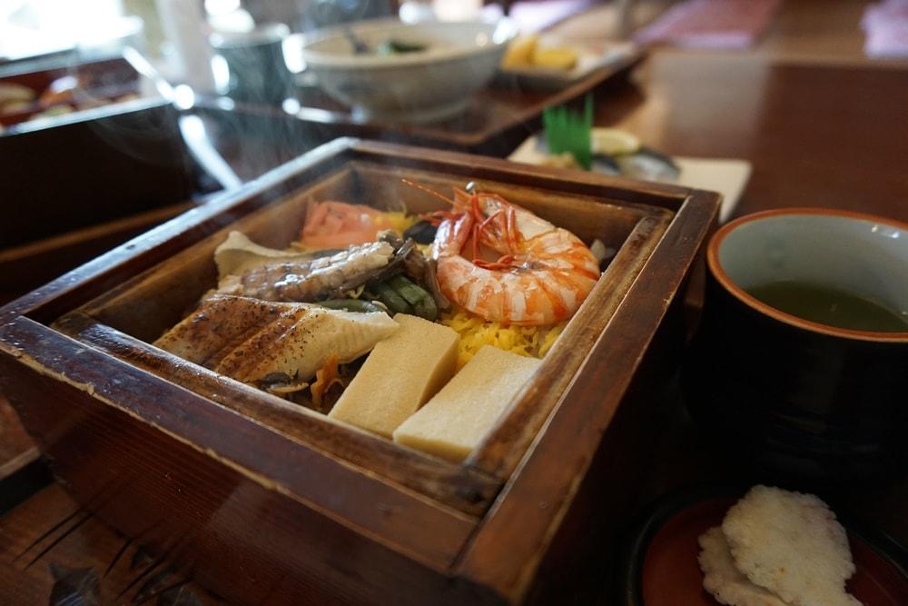 お食事処カモ井 ~ 倉敷川の景色が美しい和食店。三世代で楽しめるメニューも魅力的