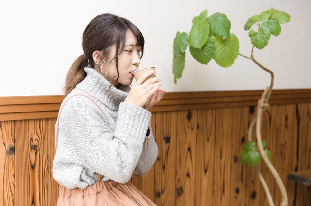 ヤマウ・コーヒースタンド ベンチで飲む