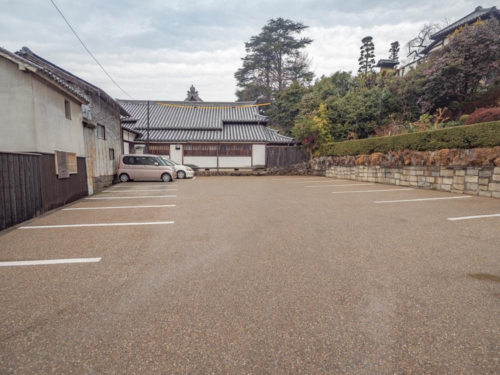 観龍寺 参道口 参拝者用駐車場