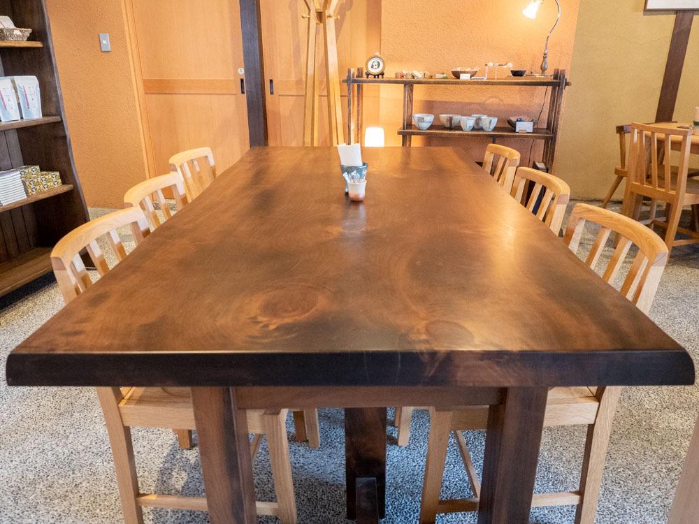 倉敷中島屋:イチョウのテーブル