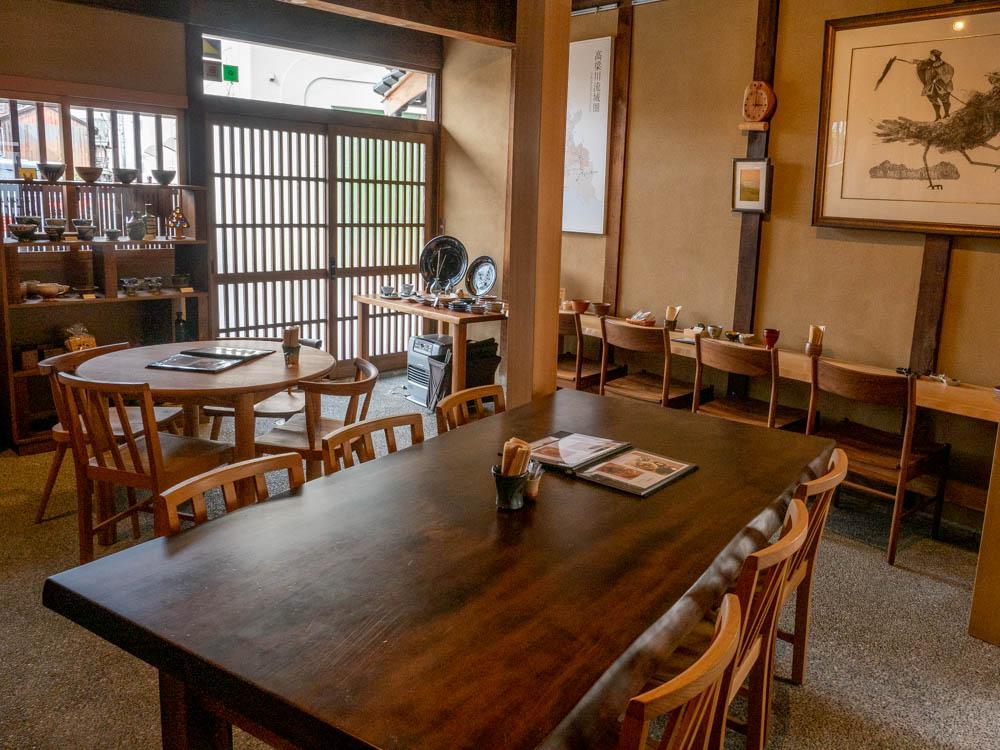 倉敷中島屋:6人掛けのテーブル