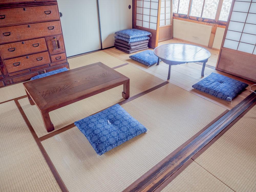 住吉町の家 分福 2階 南側のスペースの机