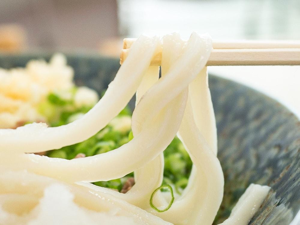 おうどん いおり 肉ぶっかけ(冷)の麺