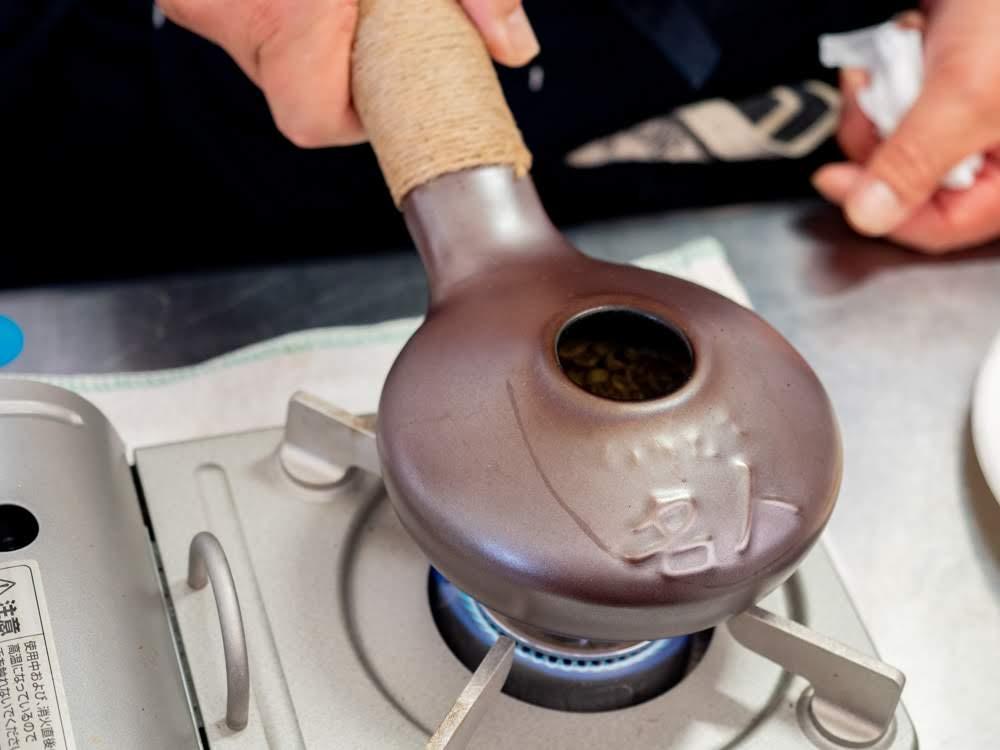 喫茶 心温 珈琲豆を煎る