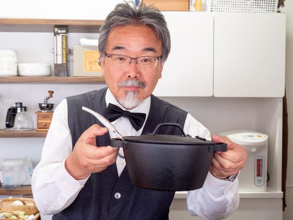 喫茶 心温 鬼ノ城カレーを煮込む鉄鍋