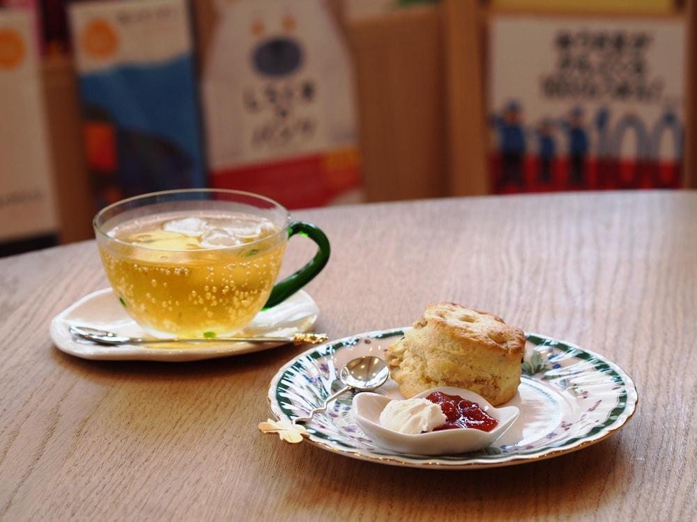 つづきの絵本屋 紅茶とスコーン