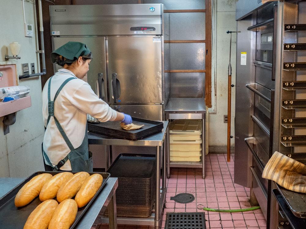 トングウの店内の調理場