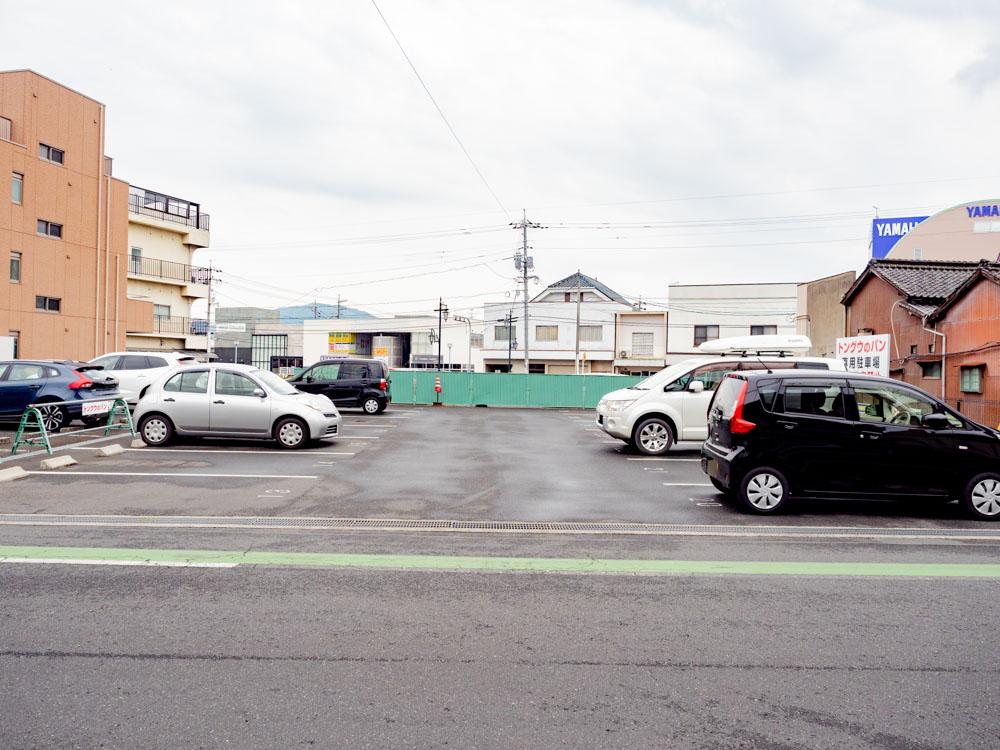 トングウの駐車場