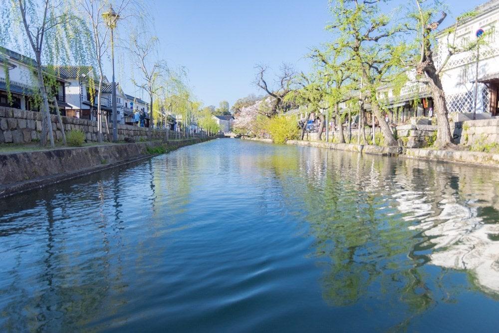 くらしき川舟流し 水面に映る景色