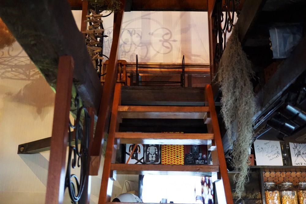 BAR 倉敷 capri 階段