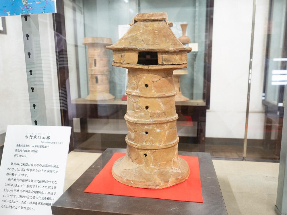 倉敷考古館:女男岩遺跡から出土した台付家形土器