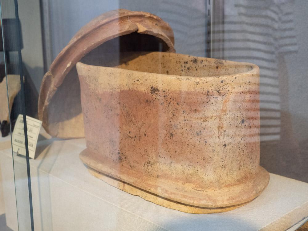 倉敷考古館:金蔵山古墳から出土した埴輪質合子