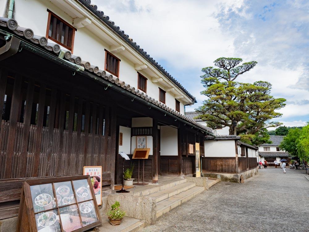 倉敷考古館:西隣の料理旅館鶴形(旧 浜田屋 小山家 母屋)