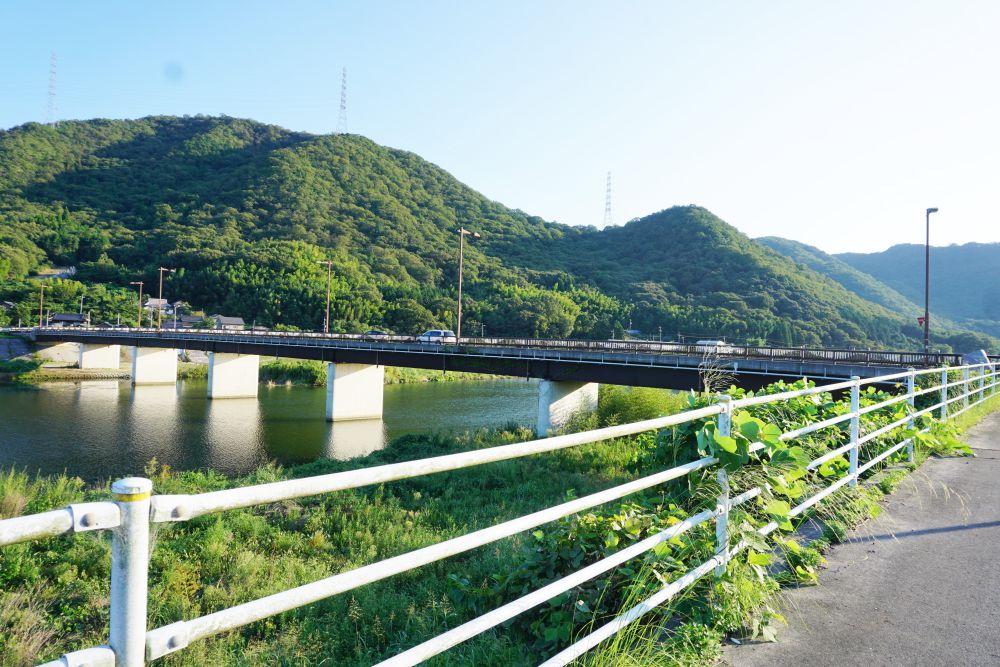琴弾橋(ことひきばし)と小田川