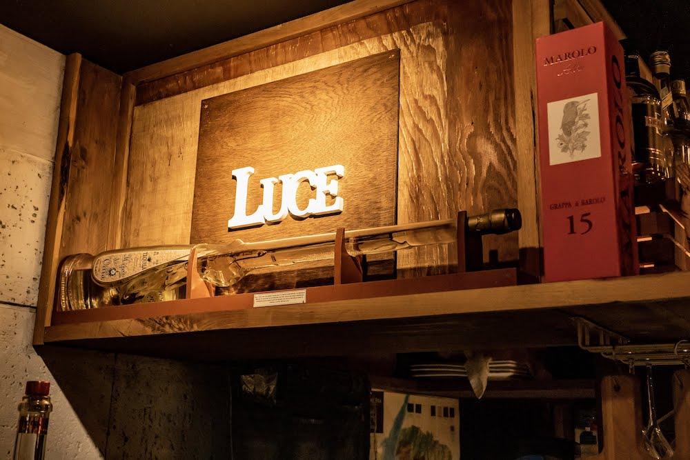 LUCE WINE&TAPAS(ルーチェ ワインアンドタパス) 内観看板