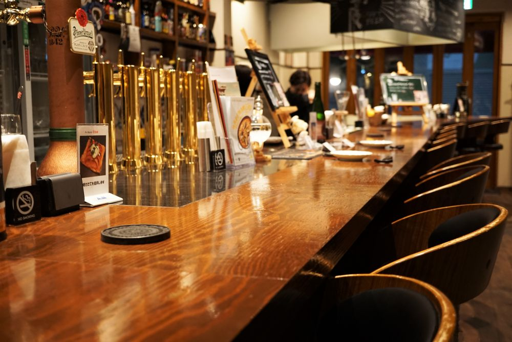 Beer BAR marugen カウンター席