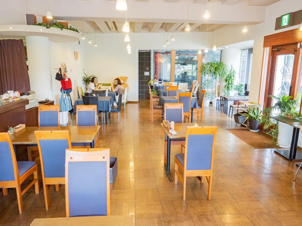 カフェ くらしき芸文館の店内