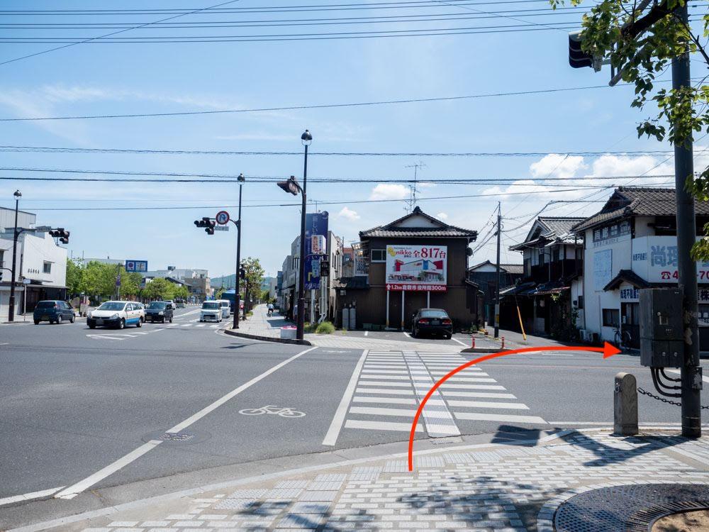 元町通り(中央通り)の中央一丁目交差点を北側から南望LUCEアクセス