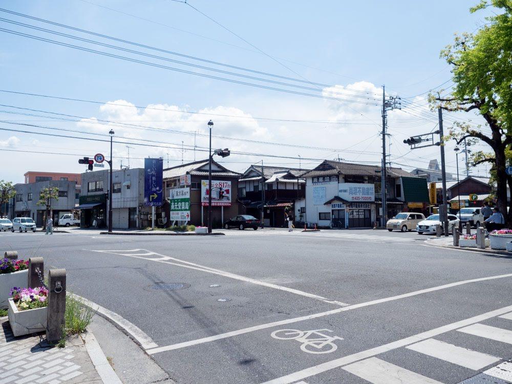 元町通り(中央通り)の中央一丁目交差点を北側から南望