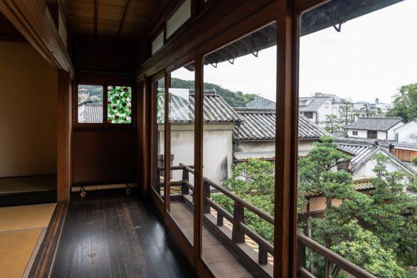 令和元年秋の有隣荘特別公開 下道基行 漂白之碑 ~ 漂着した古瓶が食器や窓ガラスに