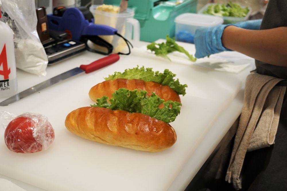 pain porte(パンポルト) スモークビーフとトマトとバルサミコソースのサンド