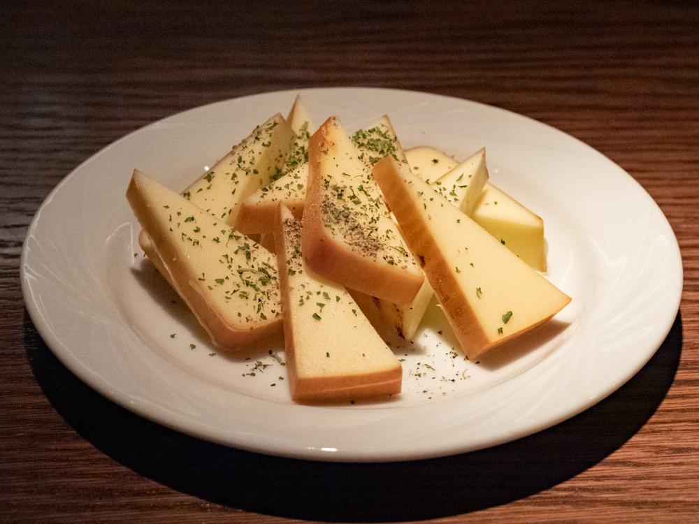 ディンプル:自家製スモークチーズ