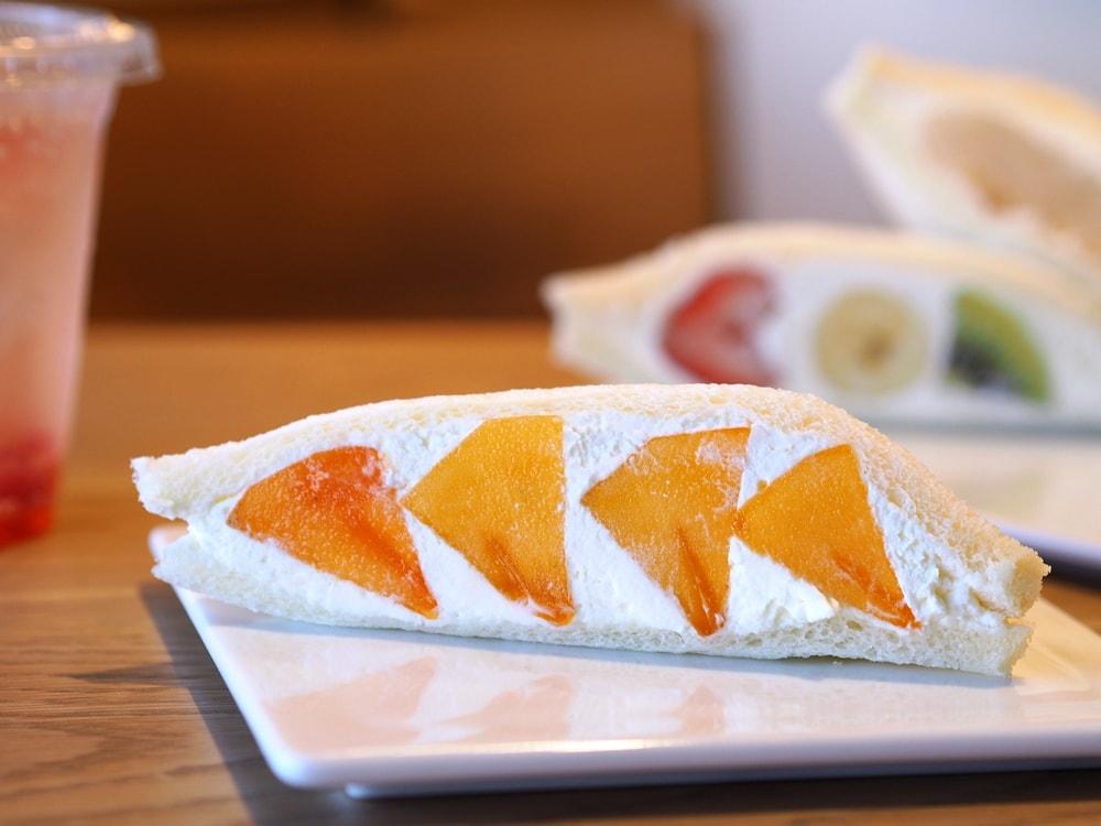 もとや 柿のフルーツサンド