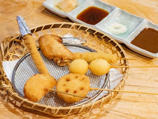 串揚げ馬鹿一代 くし亭 〜 地元の食材・旬の食材にこだわる串揚げと一品料理。京都の生麩・湯葉や九州の馬刺しも人気!