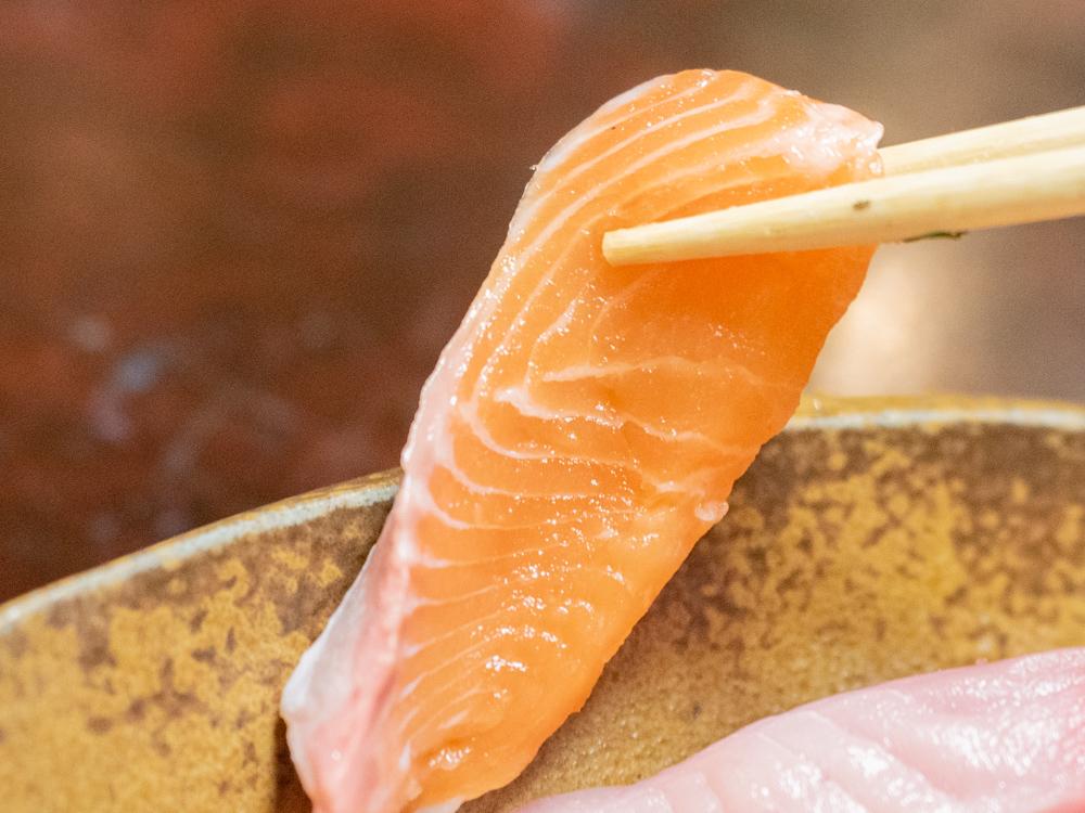 たご作:刺身盛り合わせのサーモン