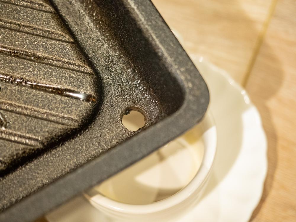 とも:焼肉用鉄板(南部鉄)の穴