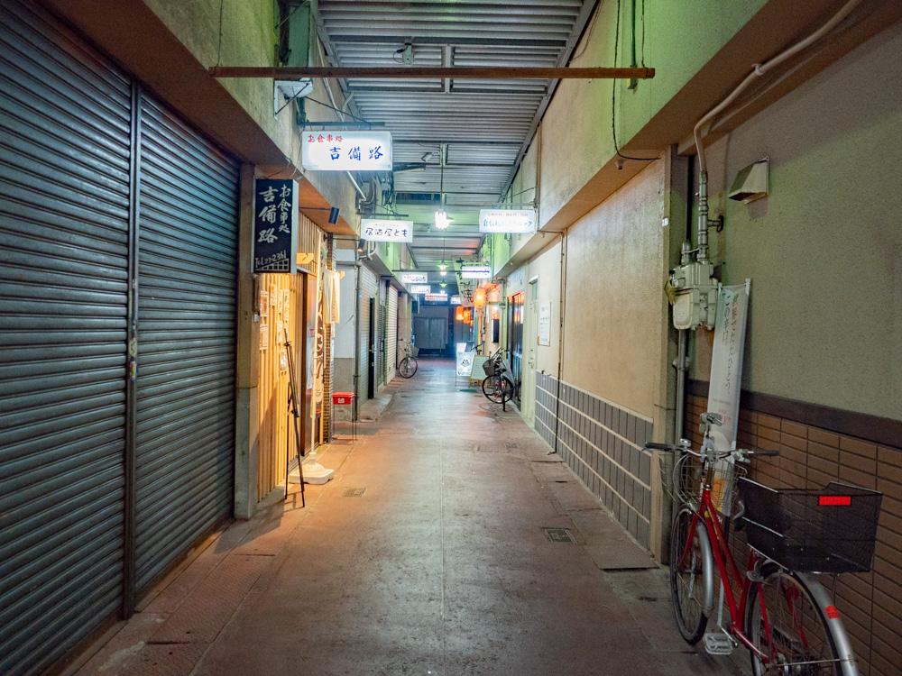 ともへの行き方:倉敷デパート通路