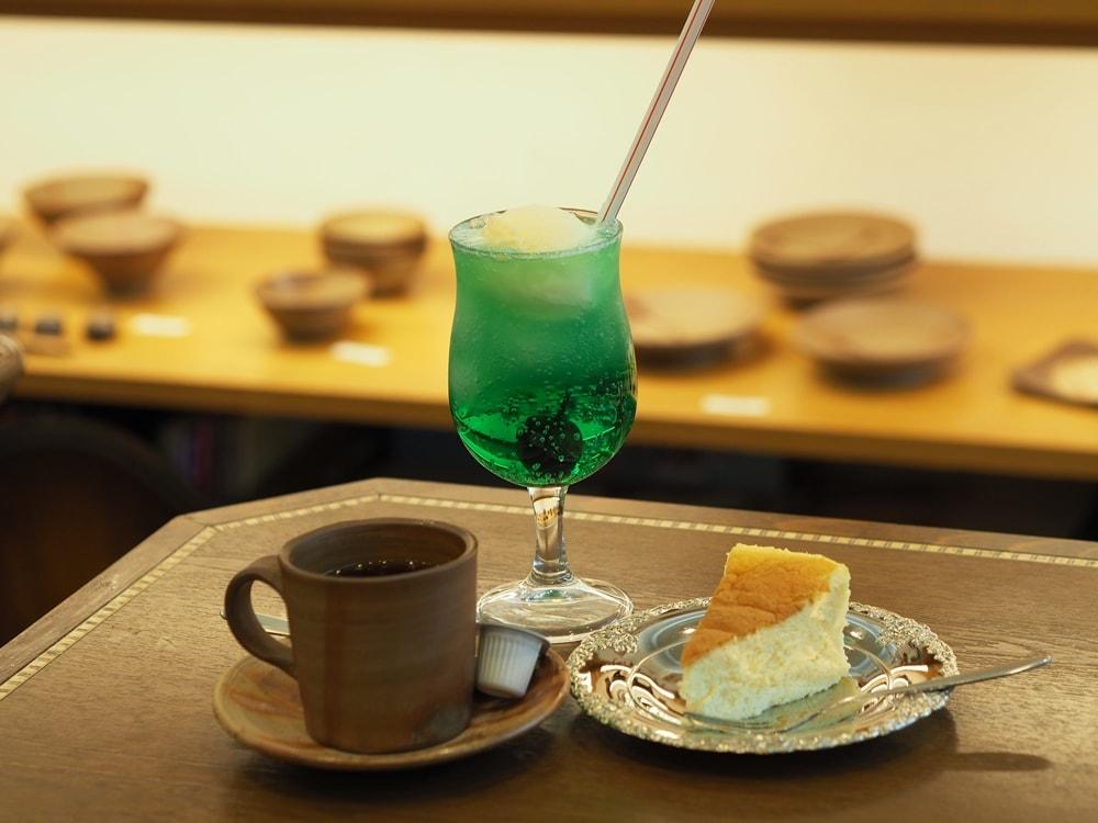喫茶つるがた ~ 暮らしに憩いと優しさを。懐かしのメロディとクリームソーダが楽しめるレトロ喫茶