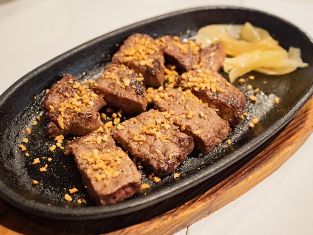 お肉バー ま、いっか:はかり売りステーキ