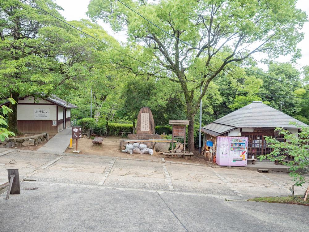 倉敷美観地区周辺のトイレ:鶴形山 阿智神社境内東側