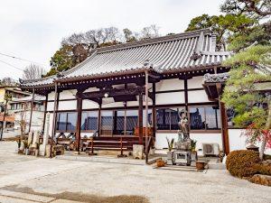 本栄寺 〜 鶴形山のふもとの古い寺院。ジャズストリートや屏風祭の会場にも