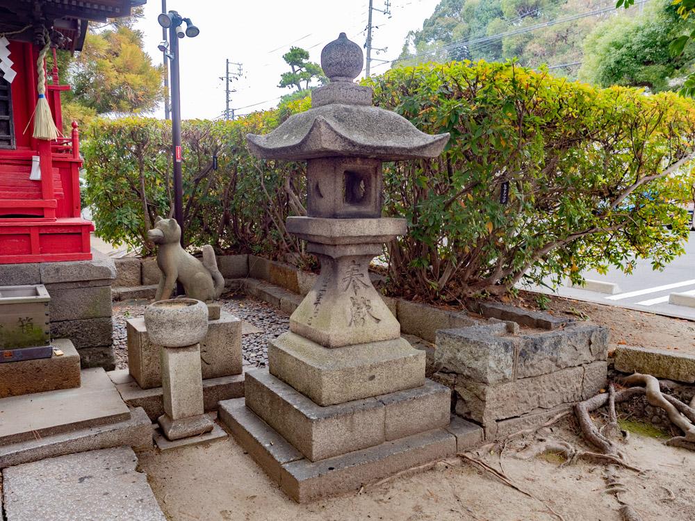 城山稲荷神社の石灯籠