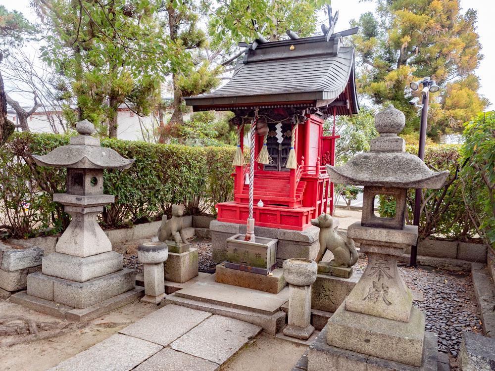 城山稲荷神社の社殿