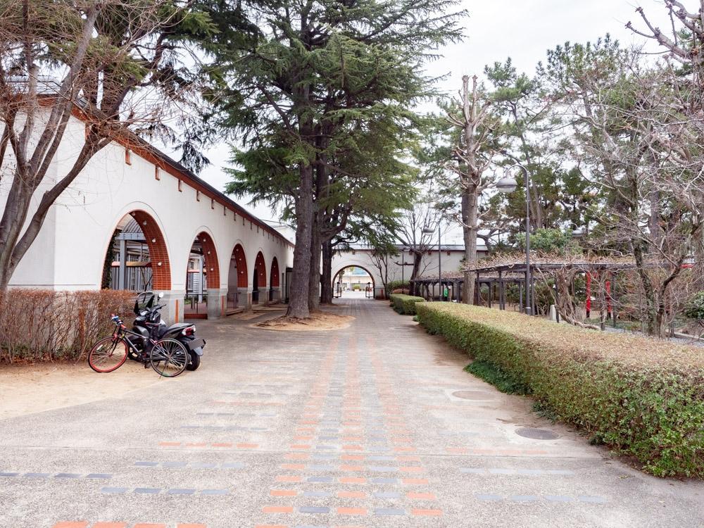 城山稲荷神社への行き方:フローラルコート前
