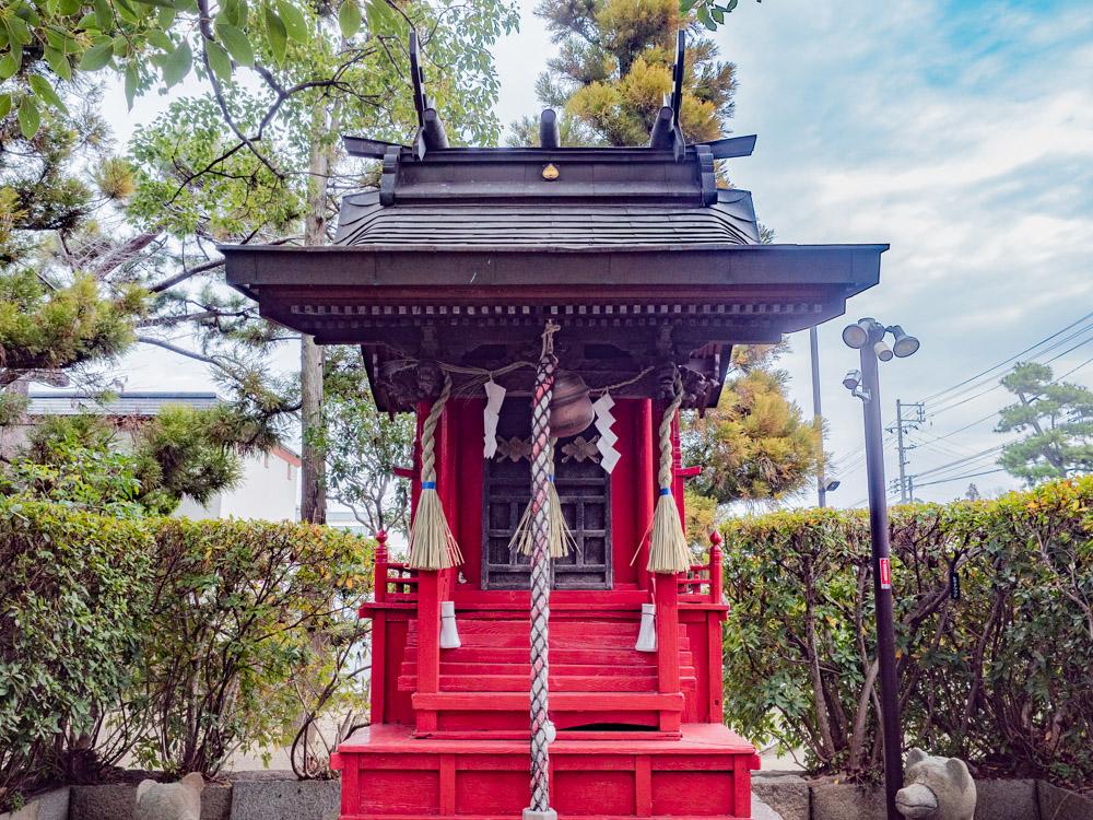 城山稲荷神社:社殿
