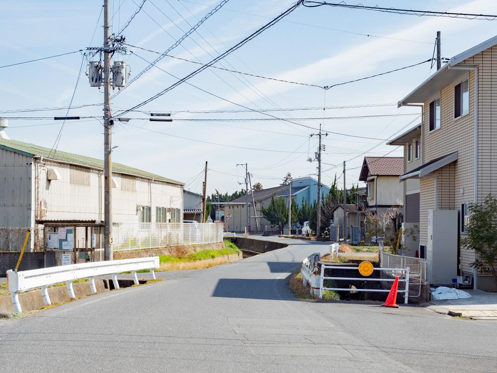 平喜酒造への行き方:県道64号線「鴨方町新町」交差点を東に折れ進んだところ