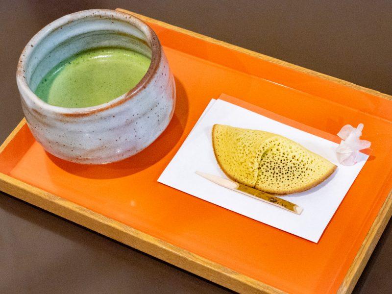 橘香堂:むらすゞめと抹茶