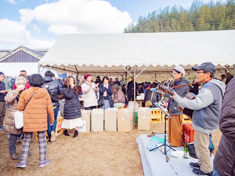 熊屋酒造 令和二年伊七新酒まつり:地元の音楽グループ