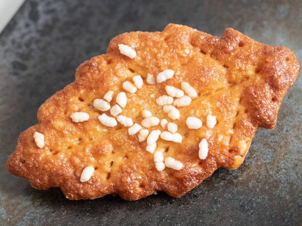豊島屋(タテソース):玉ノ浦醤油パイ
