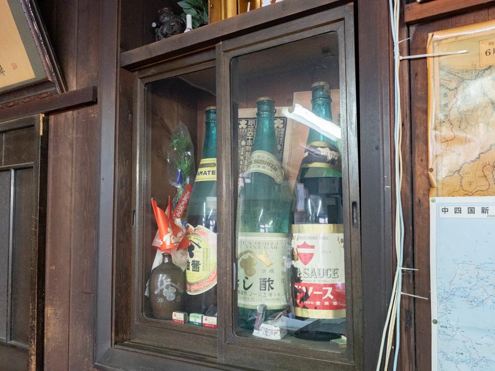 豊島屋(タテソース):昔の宣伝に使われた一斗瓶