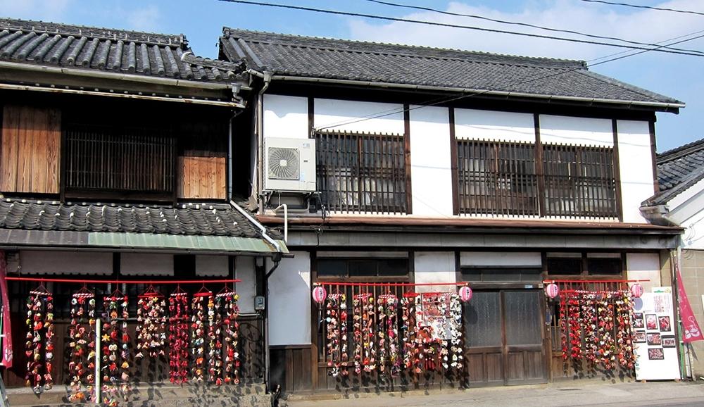 豊島屋(タテソース):つるし雛飾りのようす