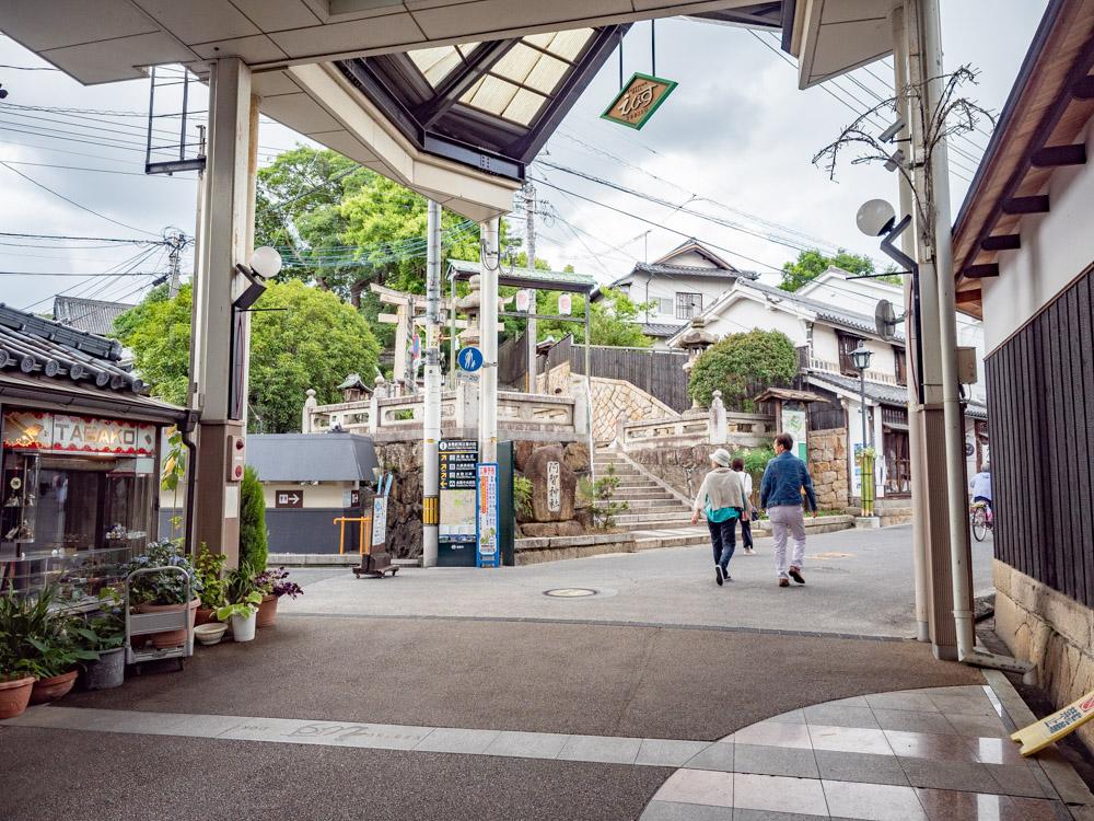月のうつわへの行き方:えびす通り 阿智神社西参道口