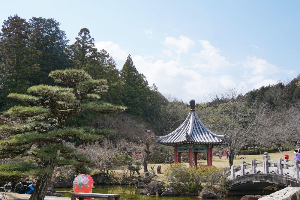 歴史ロマンあふれる中国庭園でコスプレイベント まきび公園