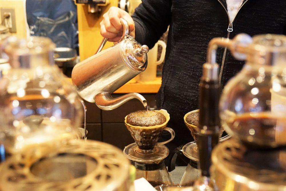 kobacoffee(コバコーヒー) コーヒーを淹れるようす
