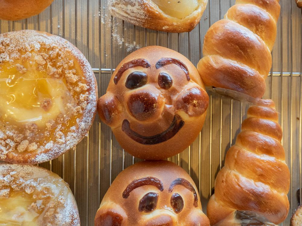 アシェット:チョココロネ、アンパンマン型パン