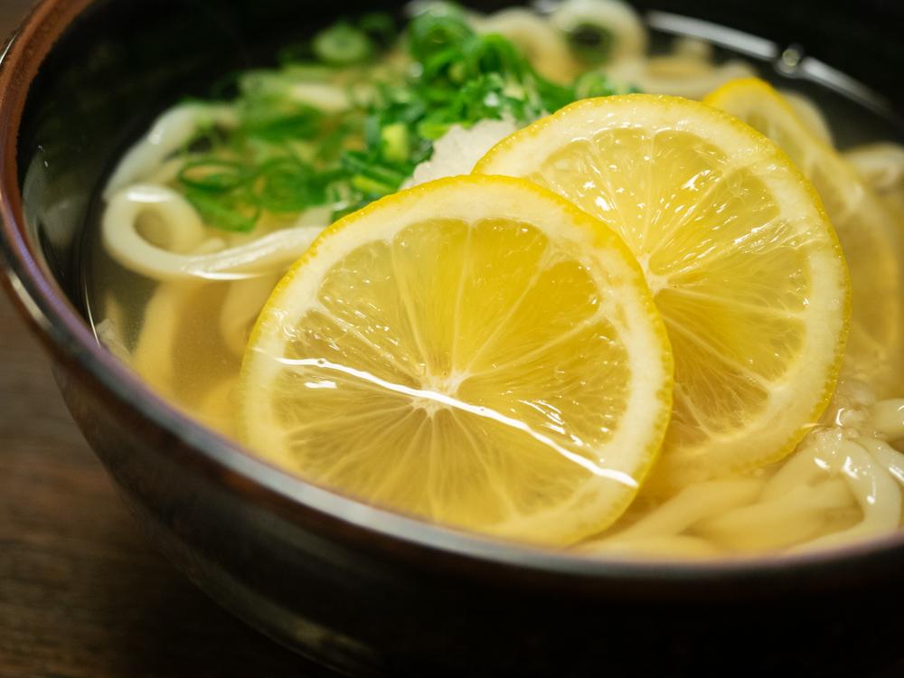 おおにし:瀬戸内レモンおろしうどん(温)